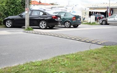 Spowalniacze na Parkowej w Krośnie Odrzańskim. W końcu droga przestanie być torem wyścigowym dla nieodpowiedzialnych kierowców?