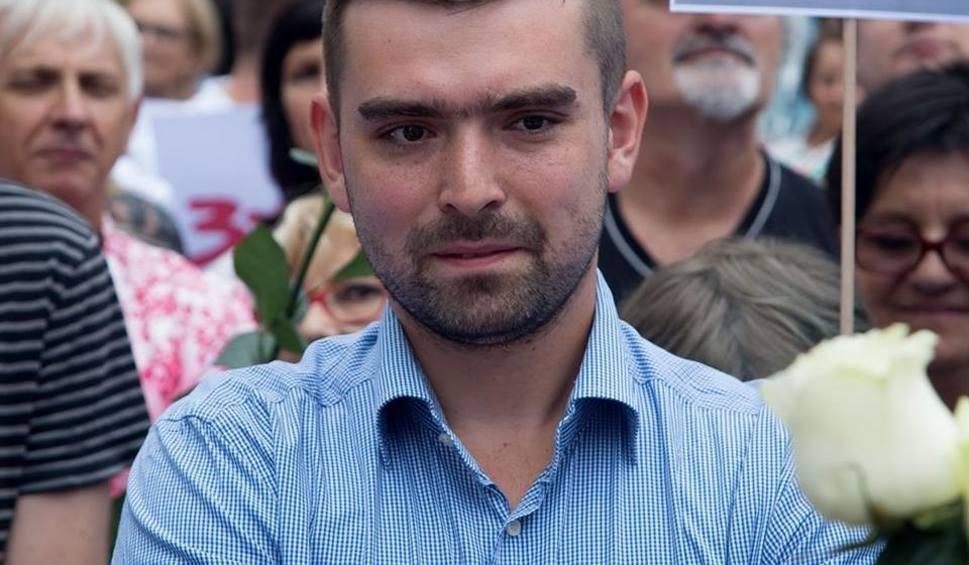 Film do artykułu: Duopol, którego aktualnie doświadczamy w Polsce, szkodzi demokracji. A silne emocje są męczące