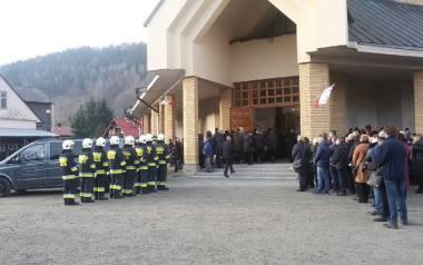 Kościół parafialny pod wezwaniem św. Apostołów Piotra i Pawła w Szczyrku. Tutaj odbyła się ceremonia pożegnalna ofiar wybuchu gazu w Szczyrku. Zginęła