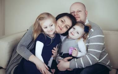 Kamizelka umożliwiłaby rodzinie Julki bardziej normalne życie mimo ciężkiej choroby. Julka mogłaby np. jechać z siostrą do babci na noc. Dziewczynka