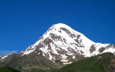 Do śmierci sędziego doszło w trakcie schodzenia ze szczytu Kazbek.