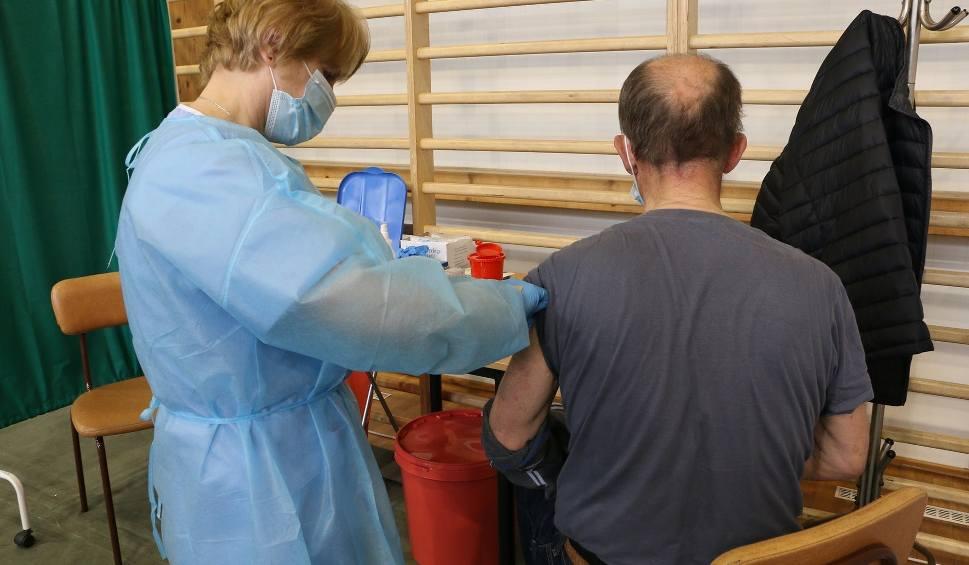Film do artykułu: Od dzisiaj w Jarosławiu działa pierwszy na Podkarpaciu pilotażowy punkt szczepień powszechnych przeciw COVID-19