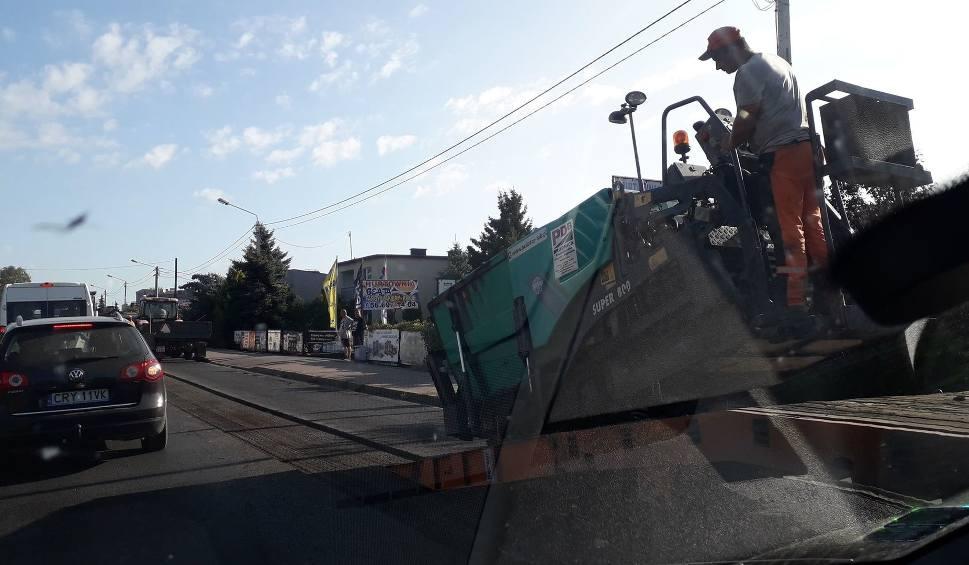 Film do artykułu: Uwaga, zwężenie ulicy Wały gen. Sikorskiego w Toruniu. Prace również jutro