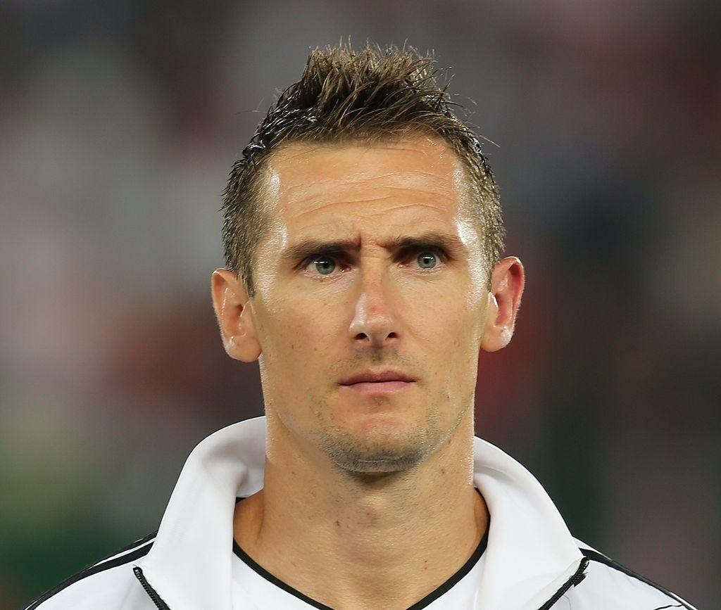 Miroslav Josef Klose (ur. 9 czerwca 1978 w Opolu jako Mirosław Marian Kloze) – niemiecki piłkarz polskiego pochodzenia występujący na pozycji napastnika,