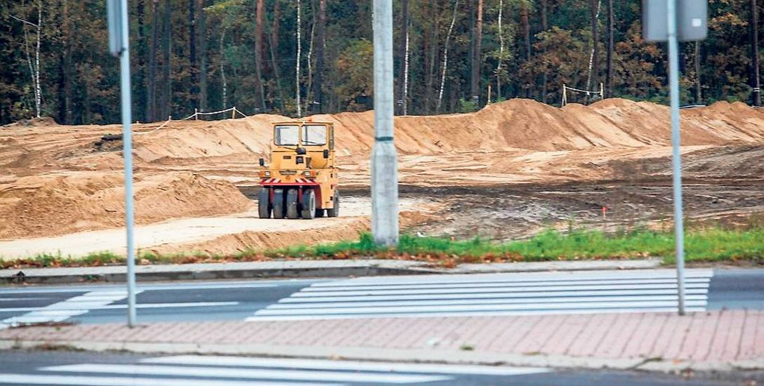 Ruch na budowie drogi S5 nie robi wrażenia, ale miną lata, zanim podobny widok zobaczymy na placu budowy S10.