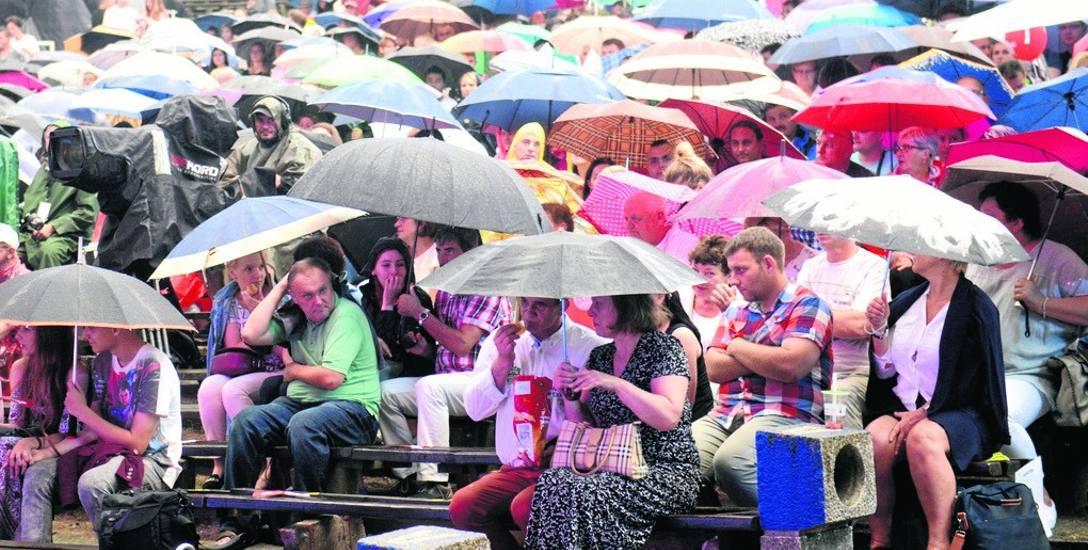 Impreza w amfiteatrze? Owszem, ale z własnym parasolem. Brak zadaszenia bywa problematyczny