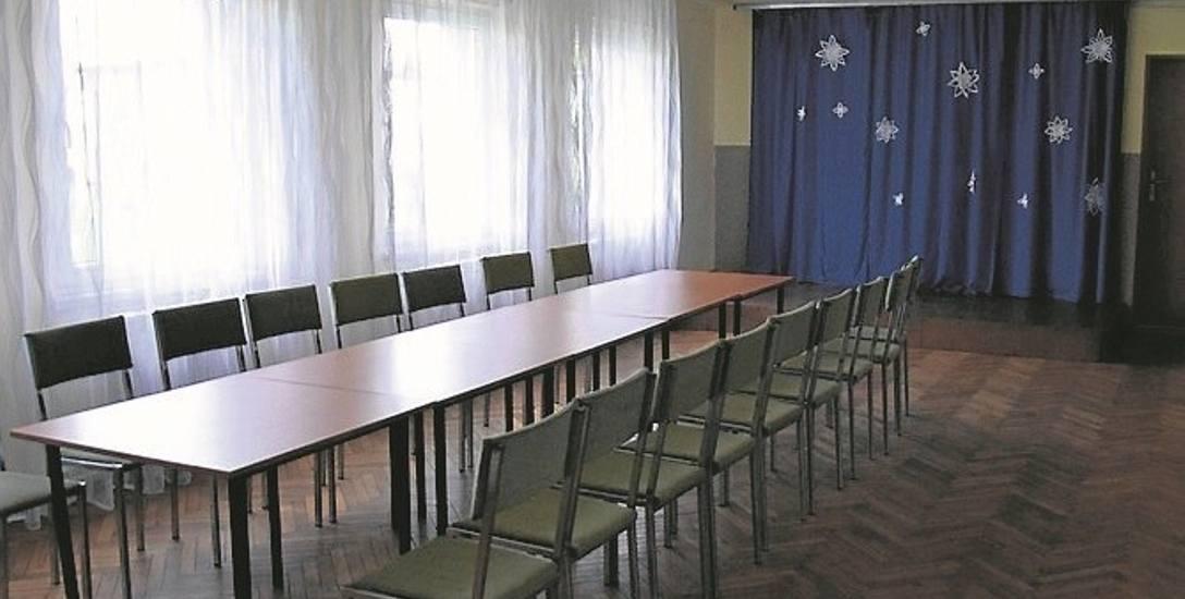 Z sali w siedzibie Rady Osiedla Dwory-Kruki korzystają panie z KGW i seniorzy. Na osiedlu brakuje oferty dla dzieci i młodzieży