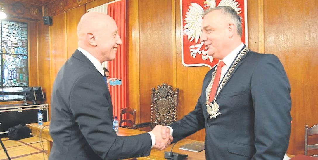 Daniel Rak jest już oficjalnie nowym burmistrzem Szczecinka. Na pierwszej sesji na przewodniczącą Rady Miasta wybrano także Katarzynę Dudź.