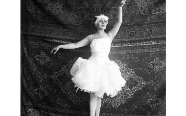 """Rina Nikova, primabalerina w balecie """"Jezioro Łabędzie"""", Opera Palestyńska / Ziemi Izraela, 1925-1928. Źródło: Centralne Archiwa Syjonistyczne, Jero"""