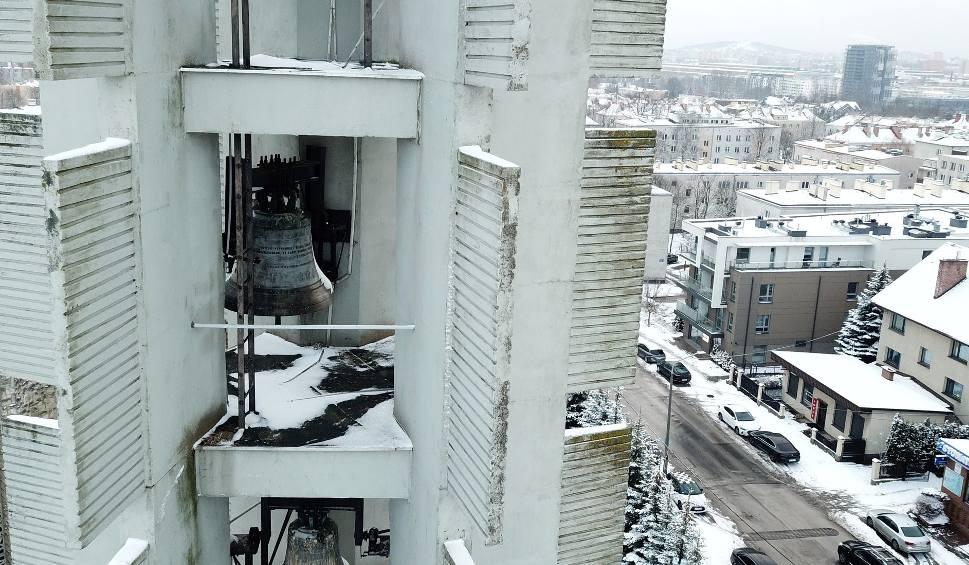 Film do artykułu: Mieszkańcy kieleckich osiedli skarżą się na głośne dzwony kościoła Świętego Józefa Robotnika w Kielcach