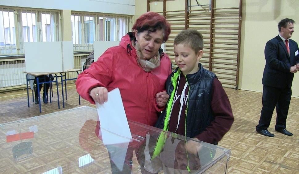 Film do artykułu: Wybory samorządowe 2018. Mieszkańcy powiatu limanowskiego już głosują