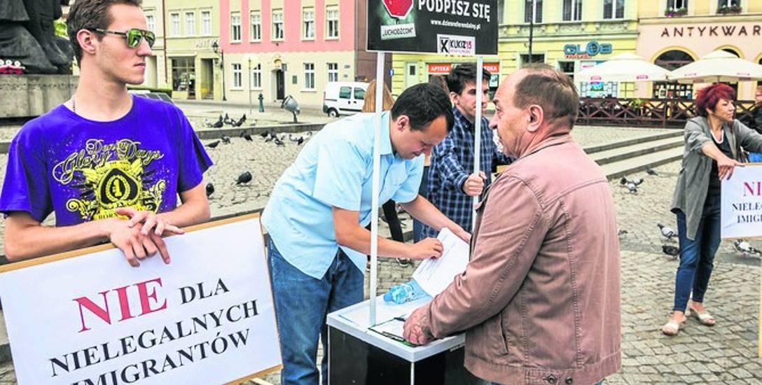 Pierwsza akcja bojowników na rynku o odwołanie prezydenta Bruskiego