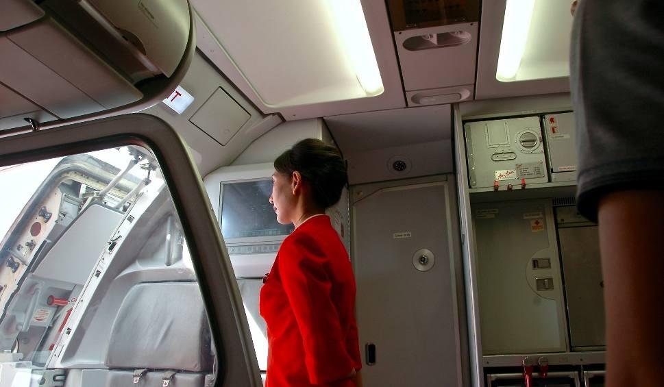 Film do artykułu: Jaki warunek trzeba spełnić, by zostać stewardessą? Nie każdy się do tego nadaje