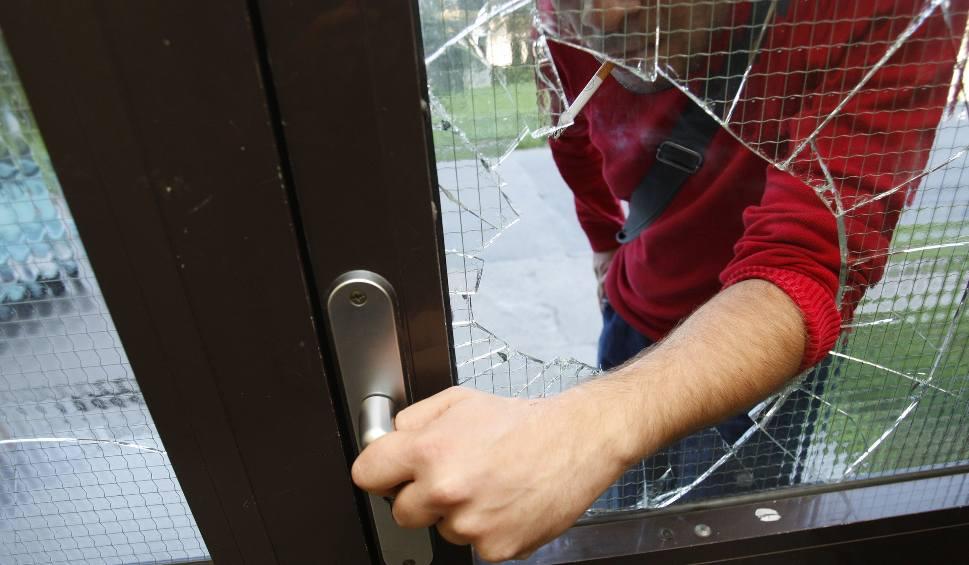 Film do artykułu: Uwaga, złodziej! Jak zabezpieczyć mieszkanie przed wyjazdem na wakacje?