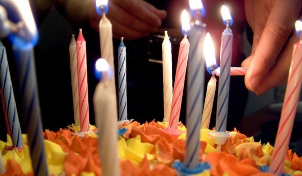Film do artykułu: Życzenia urodzinowe 2020. Najpiękniejsze i najlepsze życzenia na urodziny. Krótkie wierszyki, rymowanki SMS, życzenia na urodziny na kartkę