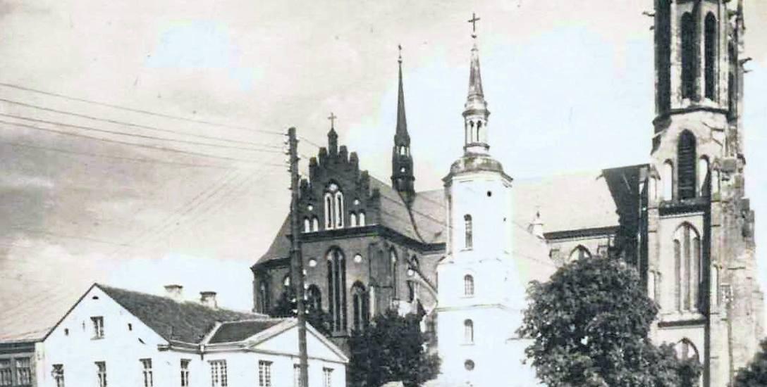 Budynek Teatru Miejskiego w 1945 roku. Ze zbiorów Muzeum Podlaskiego w Białymstoku.