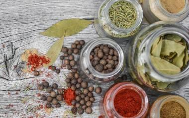 Na jakość, aromat i smak przygotowywanych dań wpływa nie tylko świeżość poszczególnych składników, ale sposób w jaki przyrządzamy i czym przyprawiamy