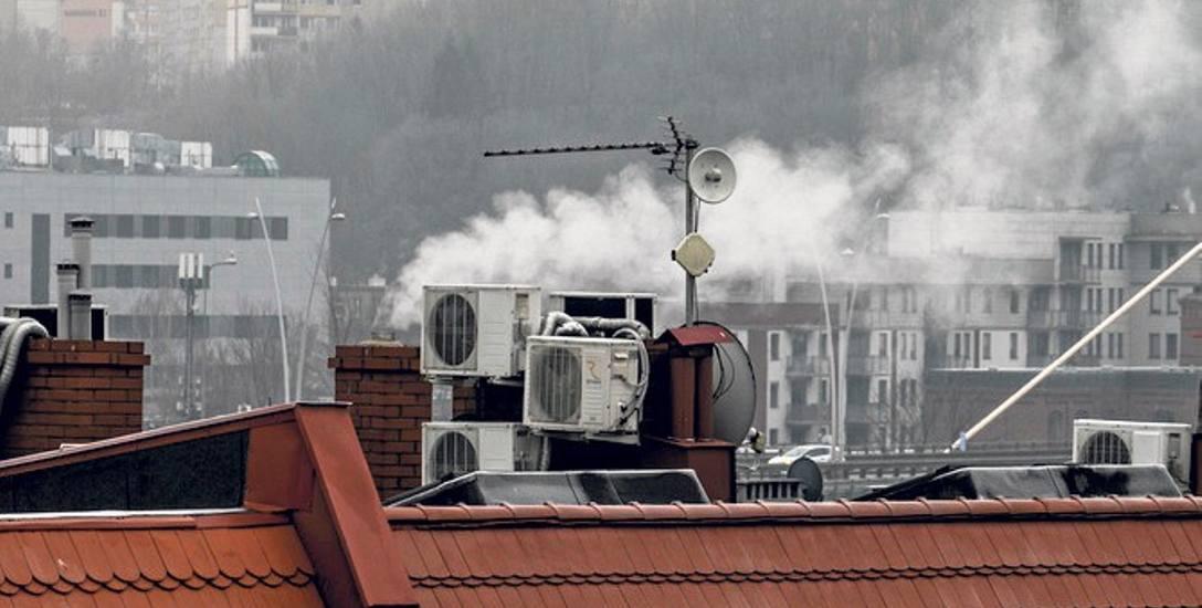 Taki komin w mieście bywa bardzo uciążliwy dla lokatorów w sąsiedztwie