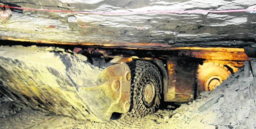 Górnicy starają się, aby korytarze były jak najniższe. Tylko na grubość złoża...