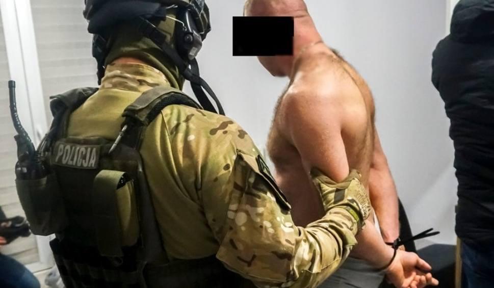 Film do artykułu: Powiat ostrołęcki. Policjanci rozbili duży gang narkotykowy. Ośmiu zatrzymanych to mieszkańcy powiatu ostrołęckiego [ZDJĘCIA. WIDEO]
