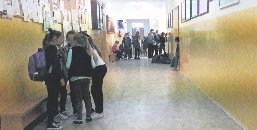 Zmieniają się kierujący szkołą w Sławsku.  Zmieniają się także...zamki w  drzwiach