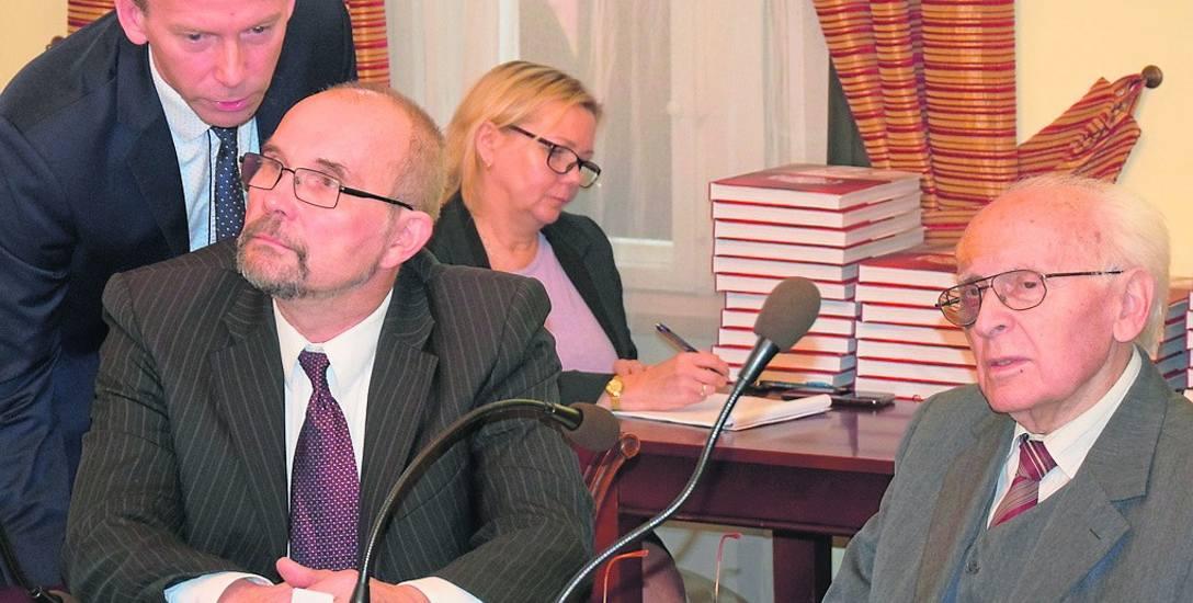 Radni PiS: Piotr Barczak i Marek Budniak oraz mecenas Walerian Piotrowski na ostatniej sesji