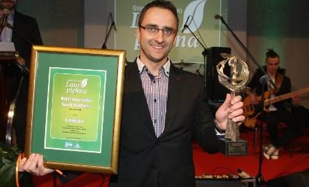 Manager Hotelu Waldemar Matwiejew odbierał  nagrody dla Hotelu Uroczysko SPA & WELLNESS z Cedzyny, zwycięskiego wśród salonów SPA w regionie