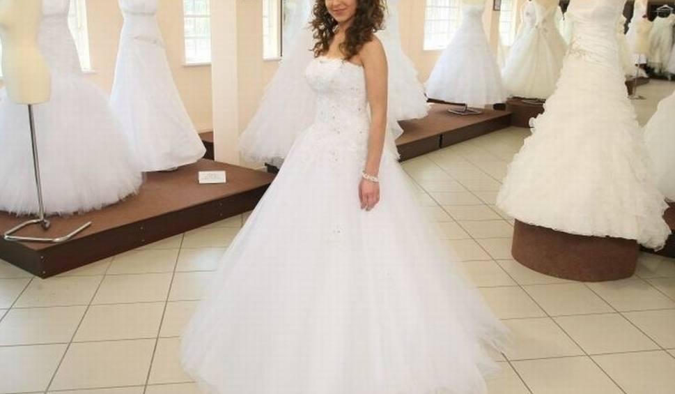 af0d4eb4f1 Miss mierzyły suknie ślubne. Wielki finał już w niedzielę