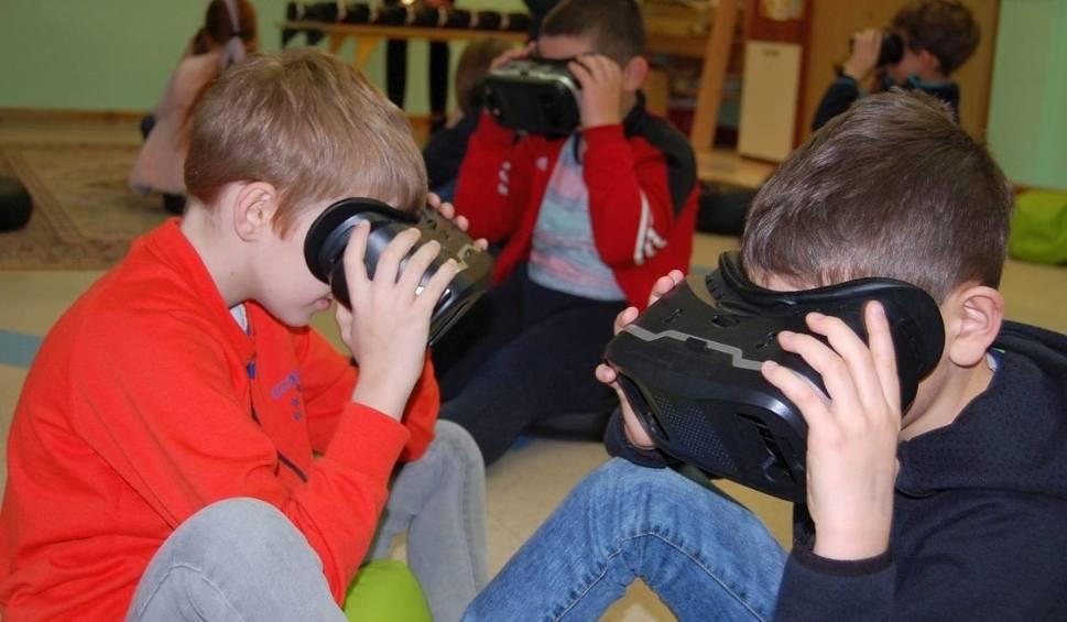Film do artykułu: Nietypowa lekcja w krasocińskiej szkole. Dzieci oglądały świat w wirtualnej rzeczywistości