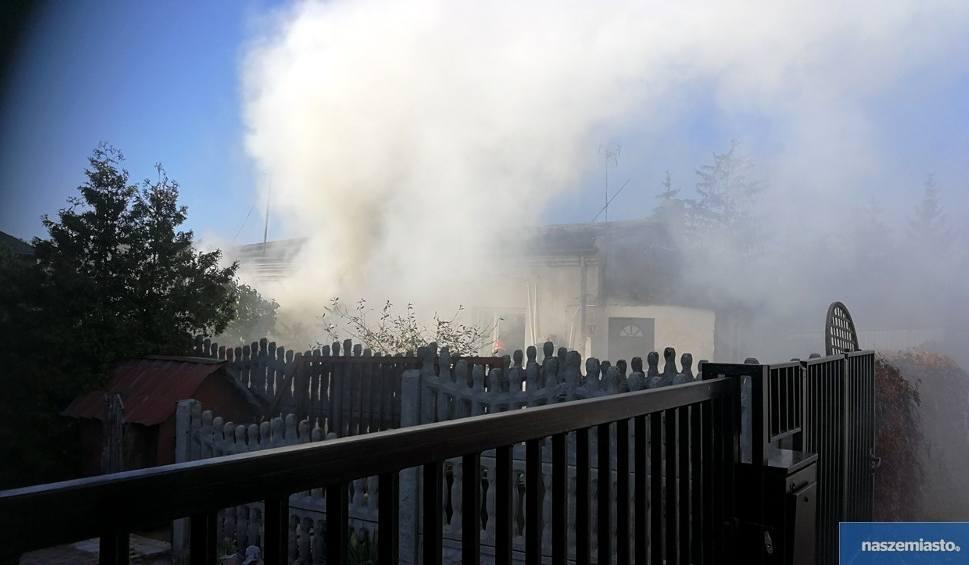 Film do artykułu: Pożar domu we Włocławku. Dwie pijane kobiety trafiły do szpitala [zdjęcia]