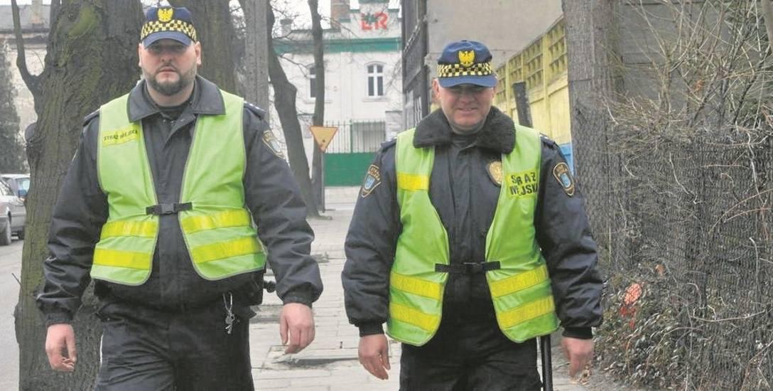 Szukają policjantów i strażników miejskich.  Ile można zarobić w służbach mundurowych?