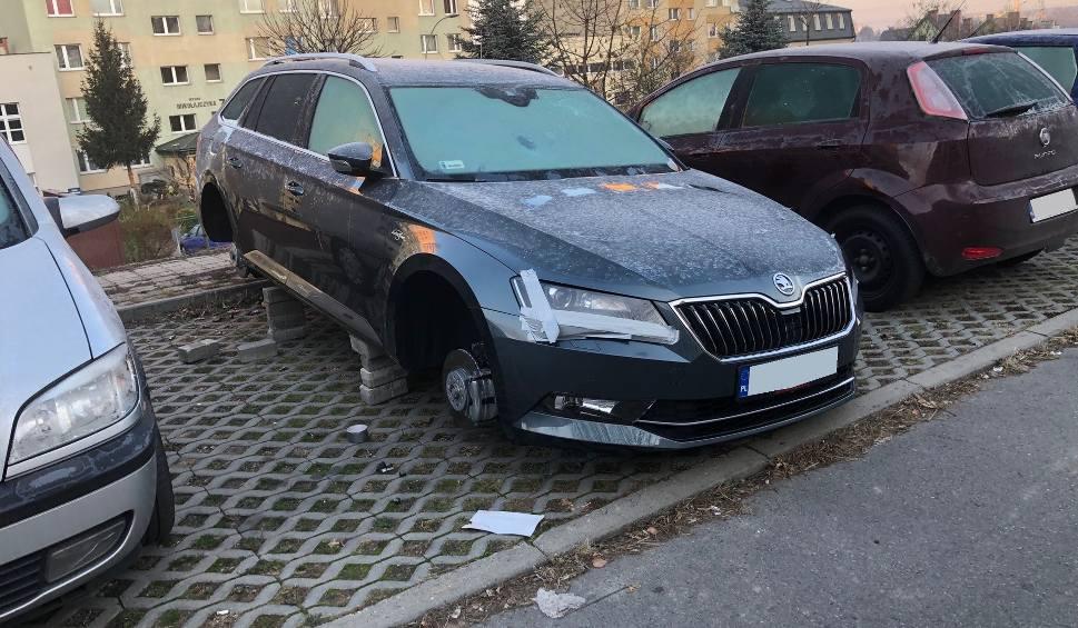 Film do artykułu: Złodzieje jednej nocy okradli i zniszczyli BMW, skodę i audi w Rzeszowie [FOTO]