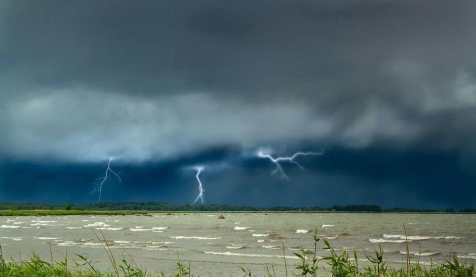 Film do artykułu: Burze i silny wiatr na Pomorzu 24.06.2021. Prognoza pogody dla woj. pomorskiego. IMGW wydało ostrzeżenia