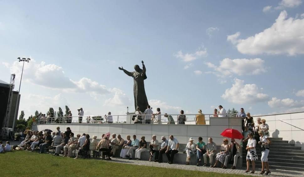 Film do artykułu: Sosnowiec: w sobotę msza na Placu Papieskim. Będą utrudnienia w ruchu