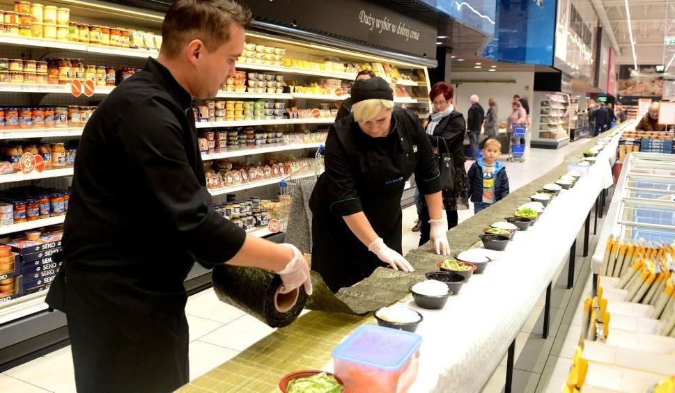 Film do artykułu: 60 metrowa rolka sushi na 4 urodziny Jatojemsushi w E.Leclerc w Radomiu [zdjęcia]