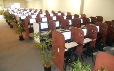 Koronawirus. Na co powinni zwracać uwagę pracodawcy i pracownicy call center i open space-ów?