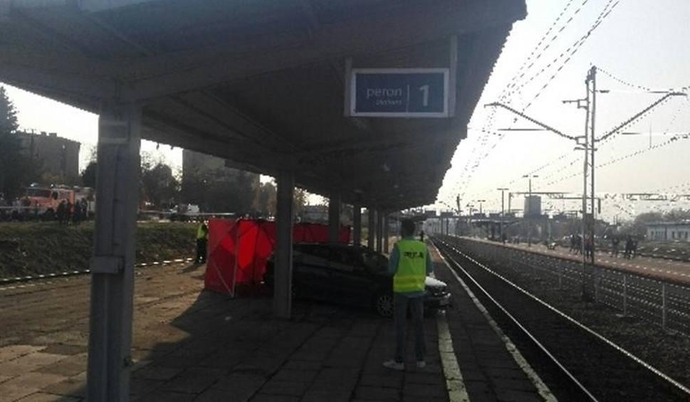 Film do artykułu: Nietypowy wypadek w Sędziszowie, samochód wylądował na peronie