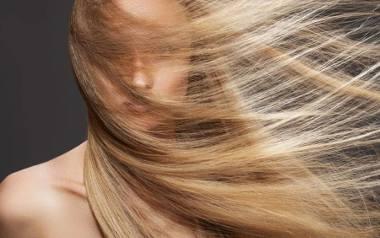 ZAPYTAJ LEKARZA: Jakie suplementy stosować, gdy wypadają włosy?