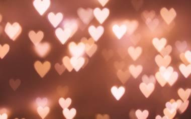 Wierszyki na walentynki to najlepszy sposób na to, by wyrazić uczucia, jakie mamy dla koleżanki, kolegi, dziewczyny czy chłopaka. Krótkie i długie, poważne