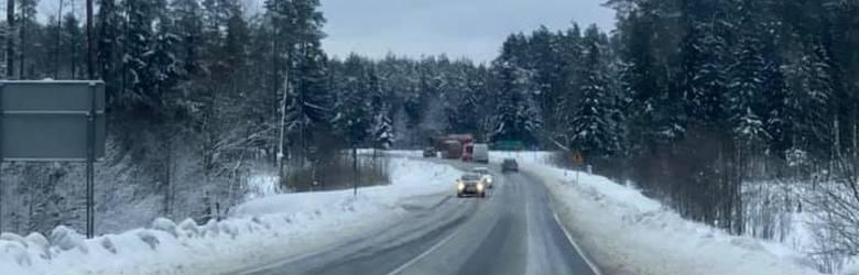 Atak zimy w Białymstoku i w Podlaskiem. RAPORT NA ŻYWO. Drogi bardzo śliskie w mieście i w regionie (zdjęcia)