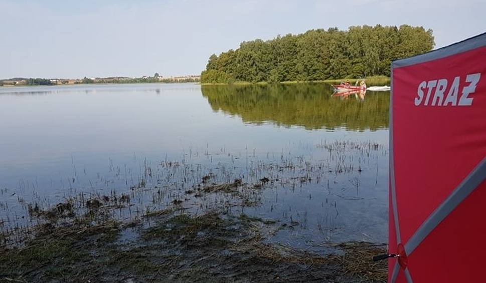 Film do artykułu: Tragedia w Kiedrowicach (gm. Lipnica). W jeziorze utonął mężczyzna (ZDJĘCIA)
