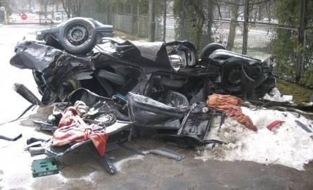 Ford wypadł z drogi. Młody kierowca zginął (zdjęcia)