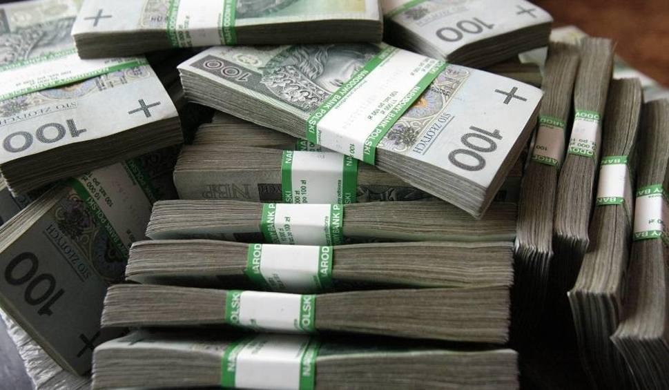 Film do artykułu: Pracownica banku z Zabrza okradała swoich klientów. Wyprowadziła z ich kont 410 tysięcy!