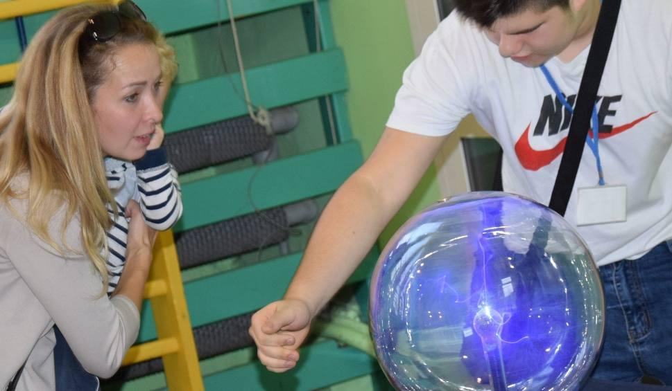 Film do artykułu: Ostrołęka. Naukobus Centrum Nauki Kopernik w Szkole Podstawowej nr 2. 14.10.2019 [ZDJĘCIA]
