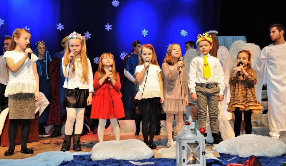 Film do artykułu: Wzruszający spektakl z przesłaniem  ,, Opowieść o Narodzeniu''  w wykonaniu Opatowskiego Teatru Muzycznego [ZDJĘCIA]