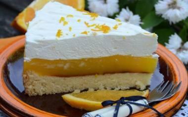 Ciasto na biszkopcie z musem pomarańczowym i lekką pianką.