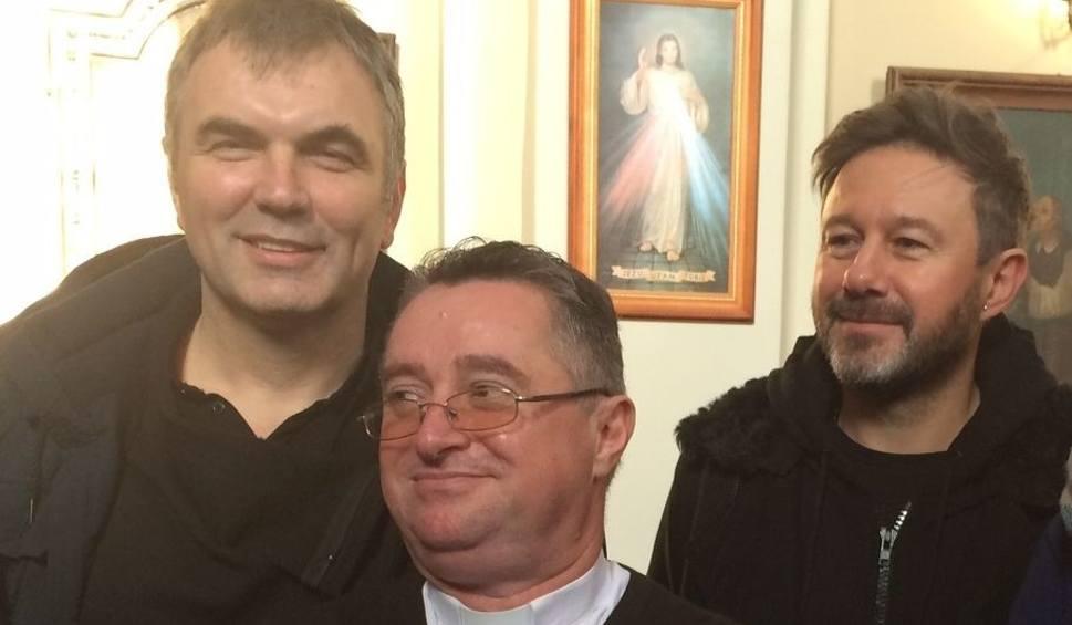 Film do artykułu: Andrzej Piaseczny zaśpiewał kolędy w Bogucicach (zdjęcia)