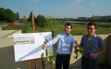 Dwa lata temu Adam Staniszewski (z lewej) i Adam Kurasz założyli na wyspie testowe uprawy