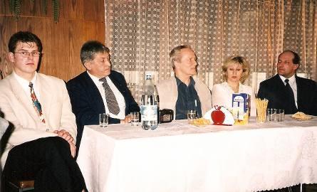 Na spotkaniu w grudziądzkim MKS Start. Od lewej: Jerzy Śliwiński, Kazimierz Kiczyński, Waldemar Baszanowski, Elzbieta Czyżak i Zenon Osuch