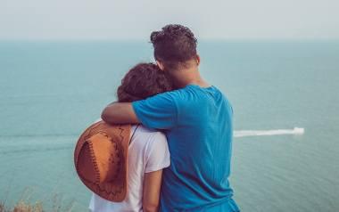 W przypadku jednych par wakacyjny romans biurowy stanowi epizod, a w przypadku drugich to początek miłości na całe życie